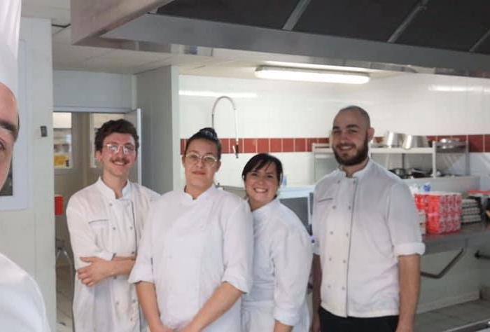 Nos formateurs et anciens stagiaires de l'INFA Gouvieux, en cuisine, pour le personnel soignant